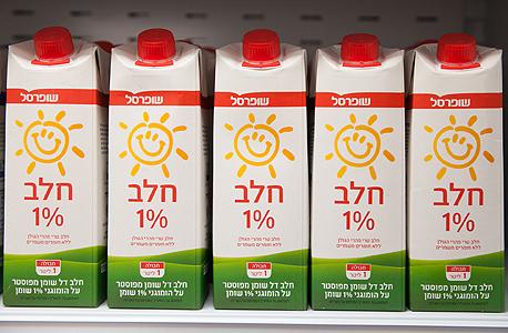 מסיבת עיתונאים שופרסל מוצרי חלב חלב מוזל יוקר המחיה הזולות מוצרי מזון, צילום: אוראל כהן