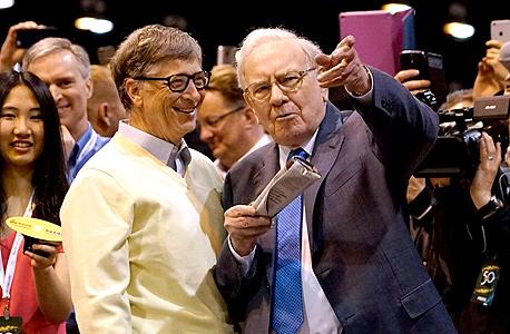 וורן באפט ן ביל גייטס תחרות הטלת עיתונים, צילום: רויטרס