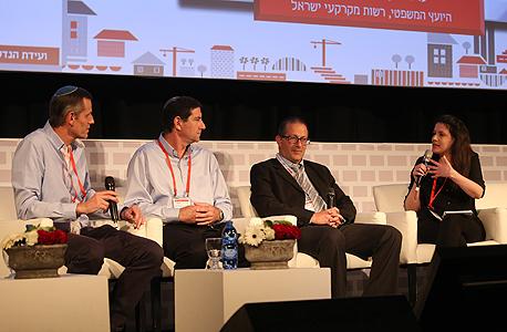 מימין: נעמה סיקולר, זיו שרון, יצחק לקס ויעקב קוינט