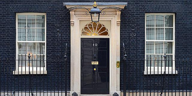 """בריטניה הולכת לקלפי: מה הסיכוי למהפך ואיך זה קשור למחירי הנדל""""ן?"""