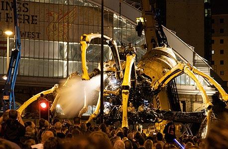 העכביש של La Machine משוטט בליברפול, צילום: cc-by פיט בירקינשאו
