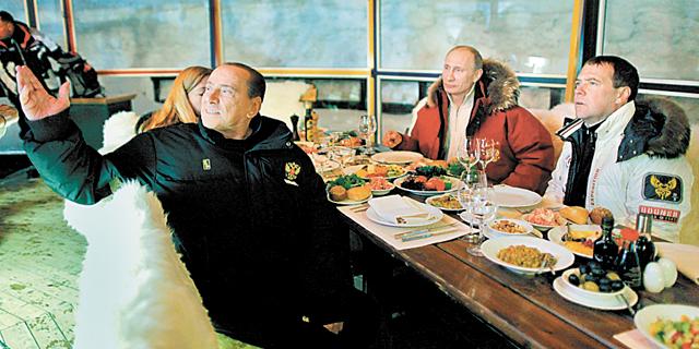 """ר""""מ רוסיה מדבדב, הנשיא פוטין ור""""מ איטליה ברלוסקוני באתר נופש סמוך לסוצ"""