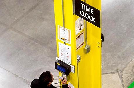 אמזון עובדים שעון נוכחות , צילום: רויטרס
