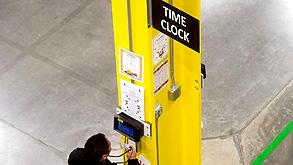 שעון נוחכות לעובדים באמזון, צילום: רויטרס