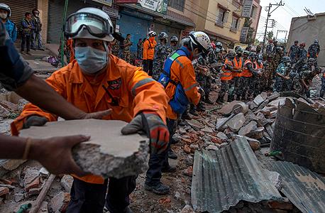 רעידת אדמה שנייה ב נפאל קטמנדו , צילום: רויטרס