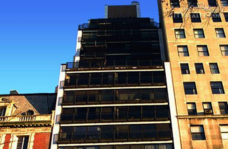 הבניין בשדרה החמישית מבחוץ