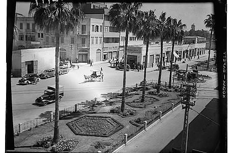 """שדרות ירושלים, 1940. """"שדרה עם ארבעה בתי מלון וארבעה בתי קולנוע"""""""