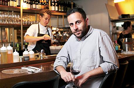 """ניב פרחי, מייסד """"טבלת המבקרים"""" בשילה. """"כוחות השוק מעצבים את אתרי תוכן הגולשים, למשל בפברוק ביקורות מסעדות. אבל גם בלי התערבות, רוב מה שמופיע באתרים כאלה הוא המלצות של תיירים"""""""