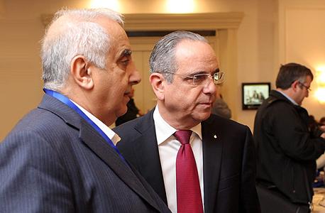 """מימין: שרגא ברוש, נשיא התעשיינים ורמזי גבאי, יו""""ר מכון הייצוא, צילום: עמית שעל"""
