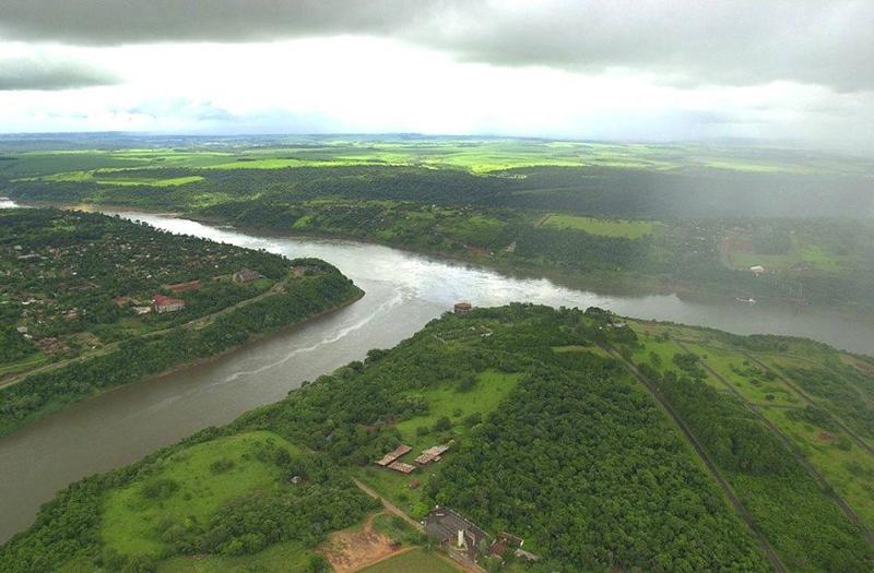 גבול ארגנטינה- פרגוואי - ברזיל. מפגש נהרות, צילום: http://imgur.com