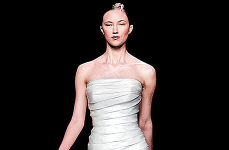 שמלה של רוזה קלרה, צילום: אי פי איי