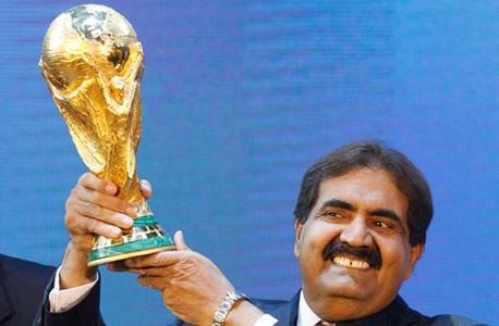 האמיר של קטאר עם גביע העולם