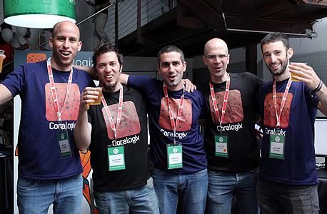 """צוות קורלוג'יקס. במרכז אריאל אסרף, סמנכ""""ל מוצר בקורלוג'יקס"""