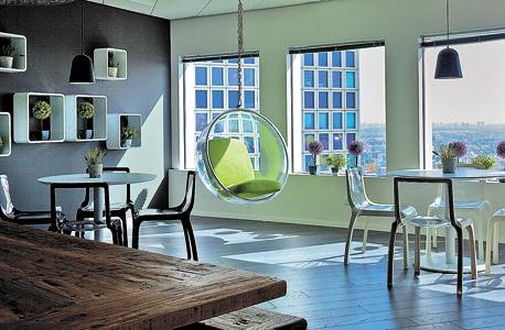 """""""חדרי הישיבות"""" מעוצבים כמו חדרי בית רגילים"""