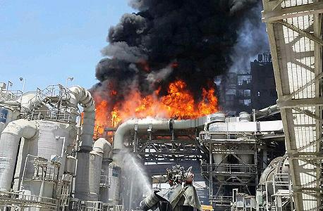 השריפה שמתחוללת במפעל רותם אמפרט