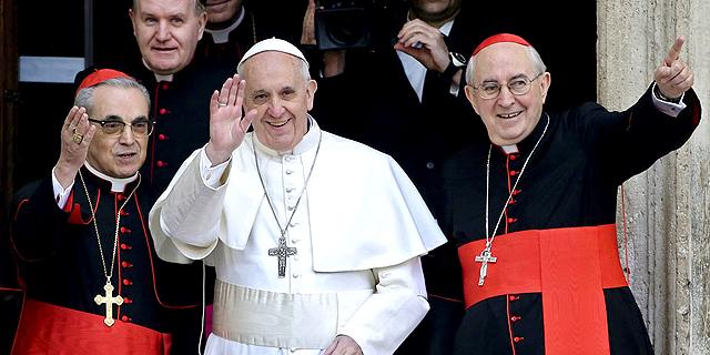 """האפיפיור עונה למבקרים: """"אני לא מרקסיסט"""""""
