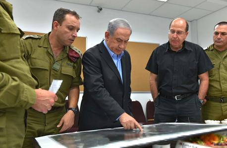 שר ה ביטחון בוגי יעלון ו ראש הממשלה בנימין נתניהו, צילום: אריאל חרמוני משרד הביטחון