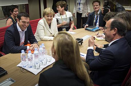 ראש ממשלת יוון אלכסיס ציפראס קנצרלית גרמנה אנגלה מרקל נשיא צרפת פרנסואה הולנד, צילום: איי אף פי