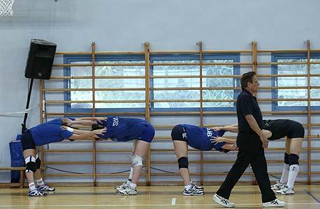 אימון נבחרת הכדורעף נשים של ישראל. במשרד הספורט רוצים גם ענפי כדור באולימפיאדה, צילום: עמית שעל