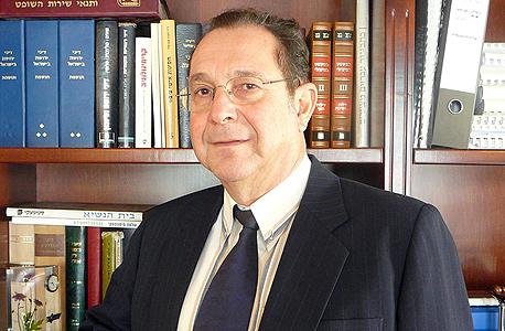 מנהל בתי המשפט לשעבר דן ארבל. סירב להגיע לדיון בעניינו של התובע בנימוק שזה נוגד את כללי האתיקה