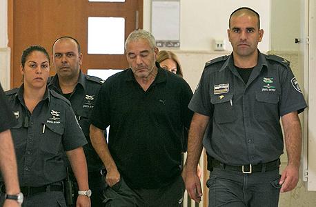 רונאל פישר בבית המשפט, היום, צילום: אוהד צויגנברג