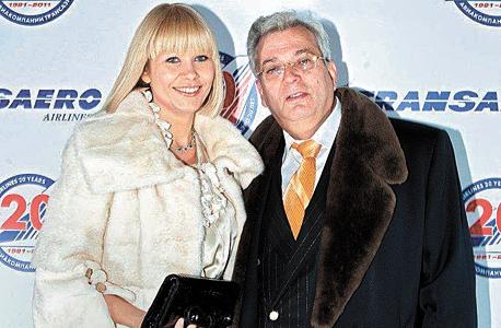 פרנקל ואשתו מיה. סגנית שר הכלכלה של קרואטיה התגיירה למענו, ועד היום הוא משמש קונסול כבוד של קרואטיה בישראל