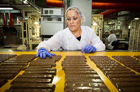 עובדת במפעל עלית בנצרת עלית