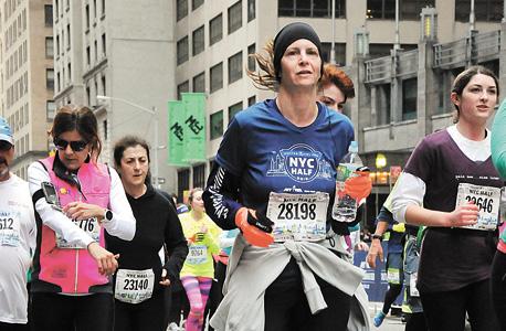 """קרן צוריאל הררי במרתון ניו יורק. """"חשבתי לעצמי שאני יכולה לרוץ את המרחק בין יעדים בווייז"""""""
