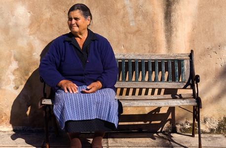 קשישיה ביוון. האם תקבל את הקצבה היום?
