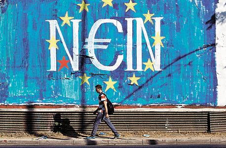"""גרפיטי ברחוב יווני: """"לא"""" בגרמנית"""", """"כן"""" ביוונית"""