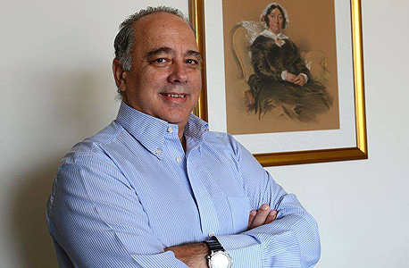 מוניס הלגואה, תושב אתונה. אנשים מרביצים לפקידי בנק