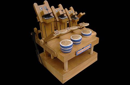 צעצועים מתנועעים מעץ. קלאסיקה מענגת