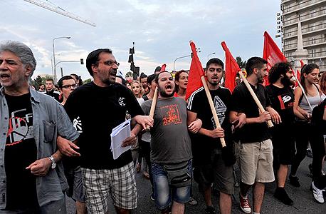 הפגנה בסלוניקי הקוראת להצביע נגד הצעת הנושים במשאל העם שייערך ביום ראשון ה-5.7