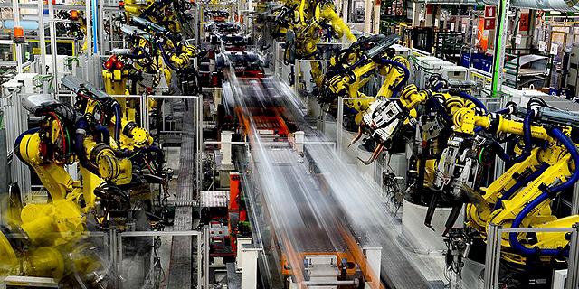 פס ייצור של פולקסוואגן באחד ממפעלי החברה, צילום: רויטרס
