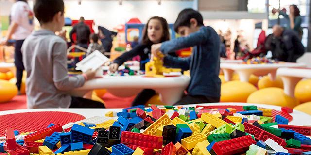 ילדים משחקים בלגו, צילום: שאטרסטוק