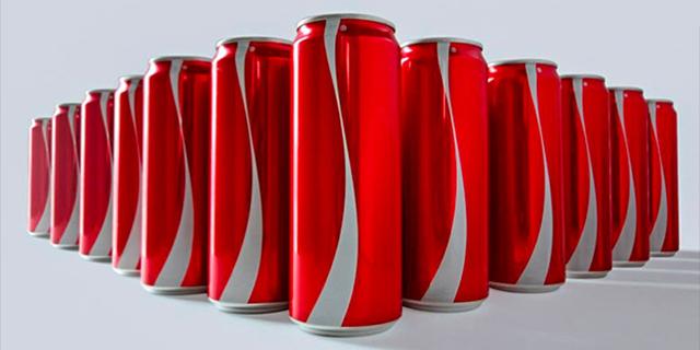 קוקה-קולה הסירה ברמדאן את הלוגו על פחיות כדי להיאבק בדעות קדומות
