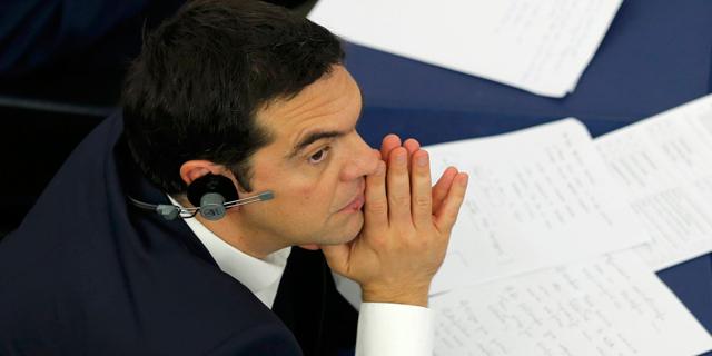 הפרלמנט ביוון אישר קיצוצים בפנסיה והעלאות מס - מפגינים השליכו בקבוקי תבערה