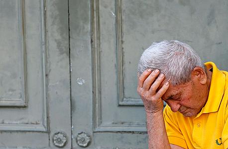קשיש ב אתונה יוון פנסיה, צילום: רויטרס