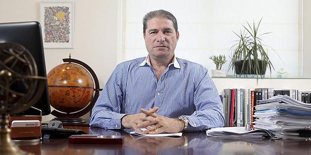 """חברת אמות נגד מגה: לא לאפשר לרבוע כחול נדל""""ן להצביע באסיפת הנושים"""