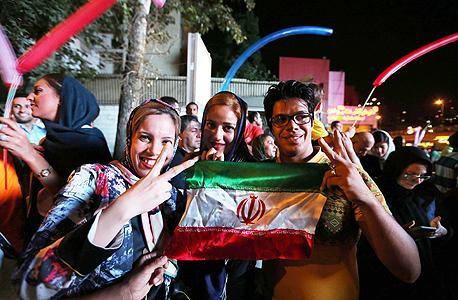 צעירים באיראן, לאחר חתימת הסכם הגרעין, צילום: איי אף פי