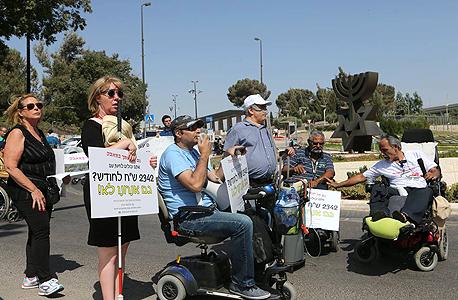 """הפגנת נכים בירושלים, החודש. """"אין סל שמגדיר בחוק מה מגיע להם. מה שיש בתקציב אתה נותן ומה שלא לא"""""""