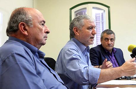 """סילמן (מימין) עם כהן ואלאלוף בוועדה. """"בהקמת הוועדה כהן לקח אחריות על העוני, כלומר על משהו שהוא לא יכול לפתור"""""""