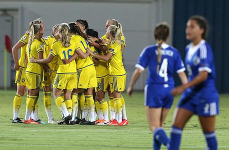 נבחרת הנשים של ישראל עד גיל 19 נגד שבדיה. בשבדיה, שניצחה את ישראל 0:3 במשחק הראשון ביורו, יש 53,180 כדורגלניות ו־50,441 ילדות שמשחקות כדורגל. אלו הפערים ועד שלא יסגרו אותם, שום אקדמיה לא תסייע.