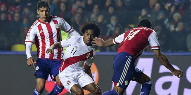 פרו נגד פרגוואי. פרגוואי סיימה פעמיים בטופ 4 למרות שניצחה רק פעם אחת ב-12 משחקים, צילום: איי אף פי