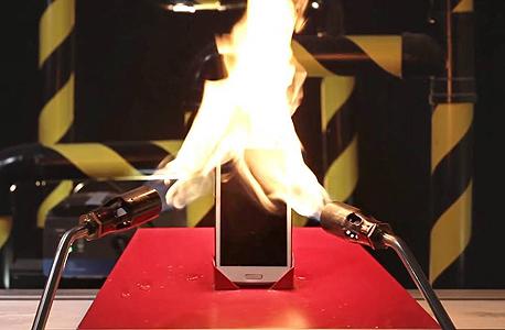 סמסונג גלקסי עולה באש פרסומת של וואןפלאס OnePlus