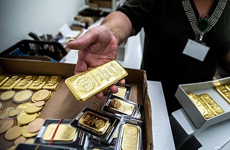 הזהב בשיא של חודשיים, אך במרחק של 300 דולר משיא כל הזמנים