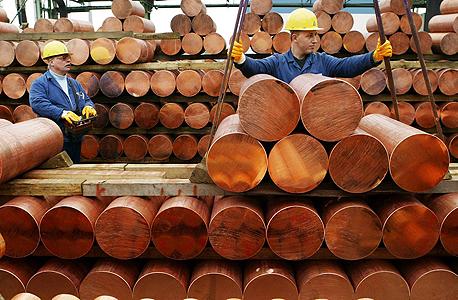 פועלים בענף הנחושת, מרבית מקצועות הייצור הנחשבים גבריים בסכנת היעלמות בעשורים הקרובים