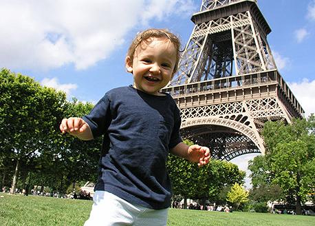 טיול עם ילדים ב מגדל אייפל, צילום: artisansofleisure.com