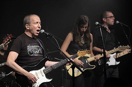 מימין: מיקי ורשאי, הילה בוימל וסנדרסון בהופעה, צילום: עמית שעל