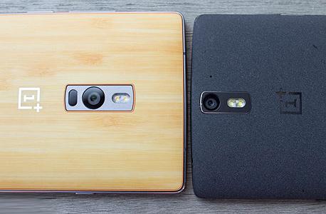 מכשיר ה-OnePlus 2 (משמאל), לצד קודמו